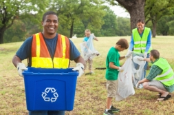 volunteer_recycle_man_21430890
